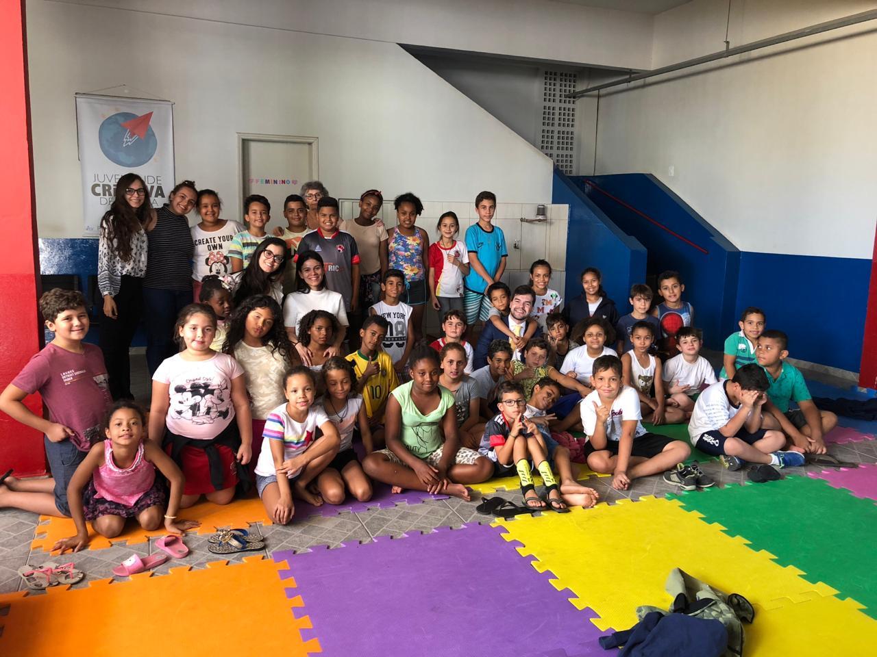 """Entrega dos alimentos para a instituição """"Juventude Criativa de Marília"""""""