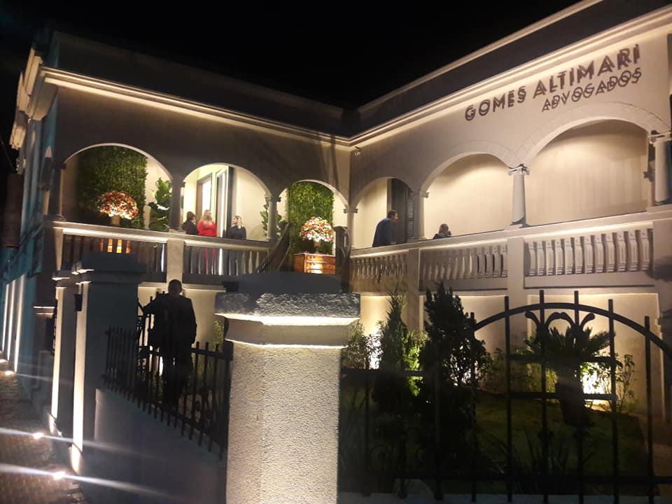 Nova sede e os 10 anos de fundação do Gomes Altimari Advogados na cidade de Jaú. Confira a reportagem e as entrevista dos sócios.